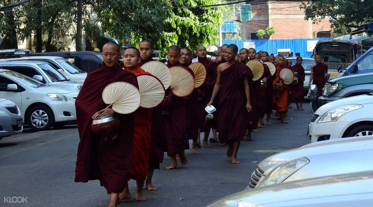馬哈伽納揚僧院千人僧飯體驗