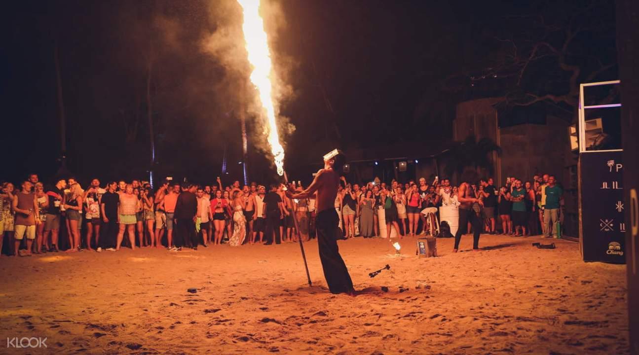滿月派對的煙火表演