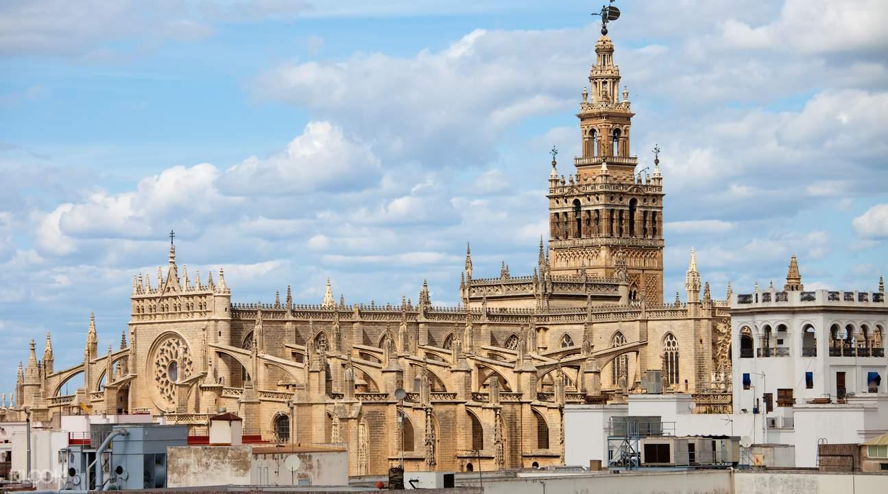 Guided Full Day Tour in Seville