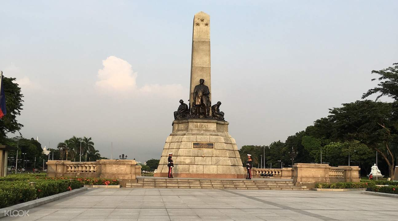 rizal monument manila