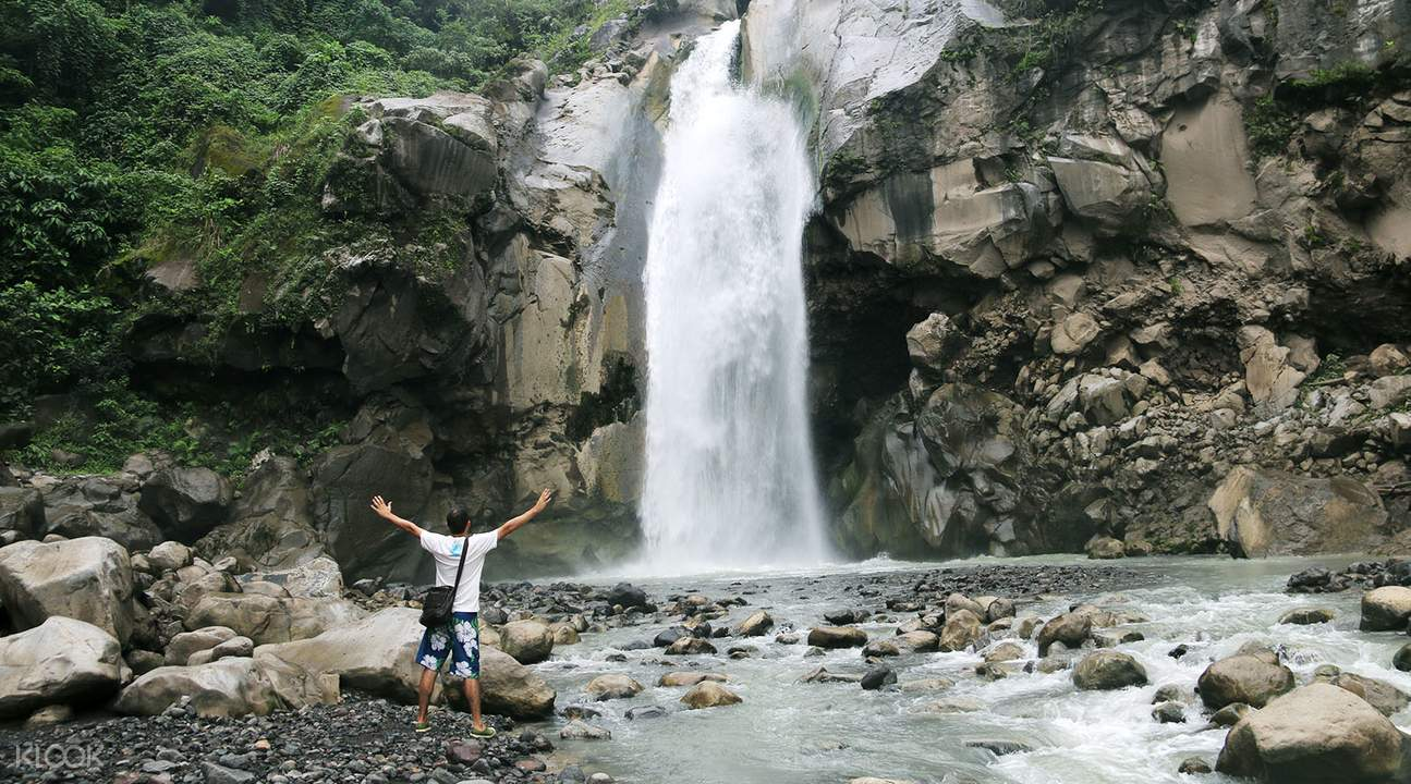 林贾尼山Mangku Sakti瀑布