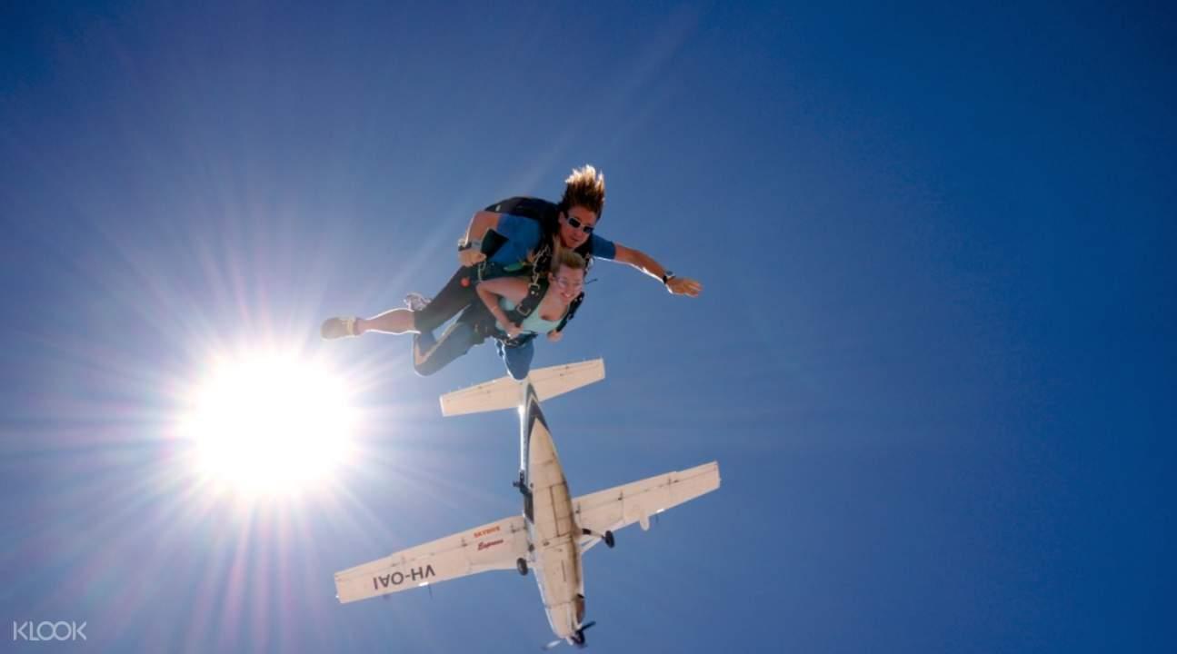 努沙高空跳傘