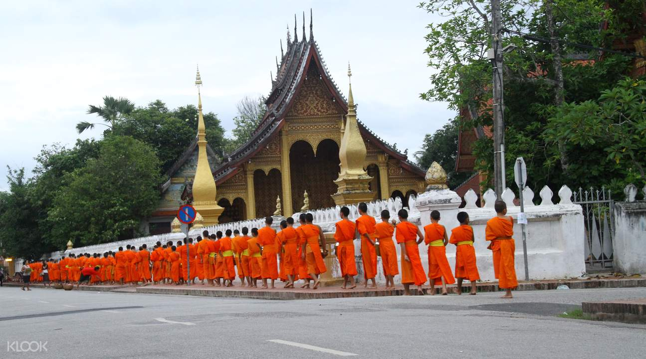 alms giving experience laos