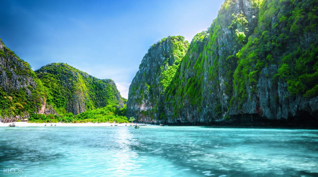 Phuket speedboat tour of Phi Phi Islands