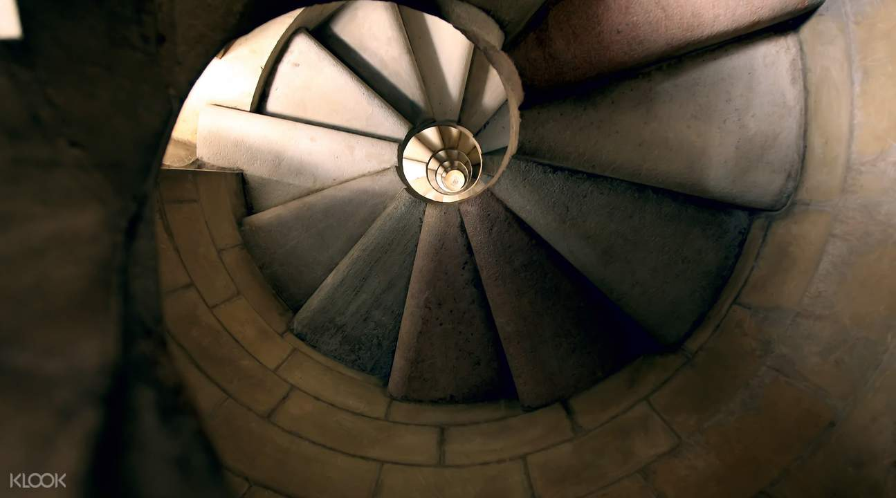 圣家堂旋转楼梯