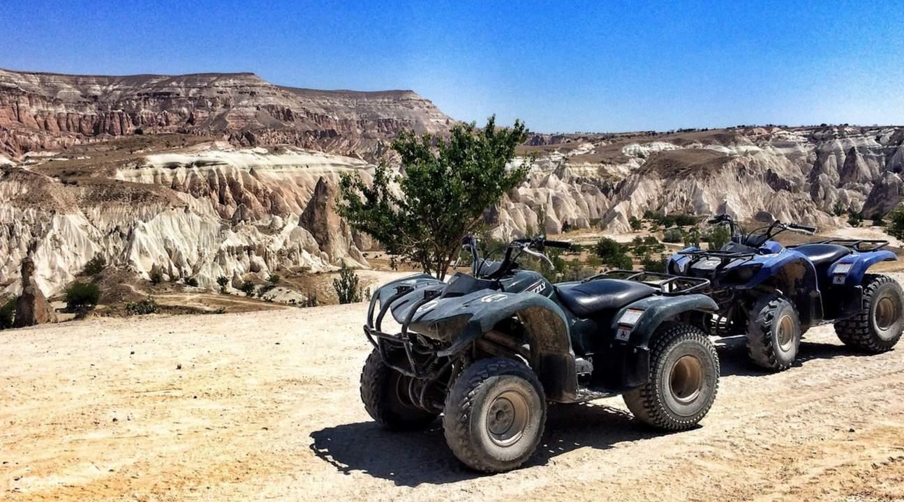 騎越野車遊monks valley