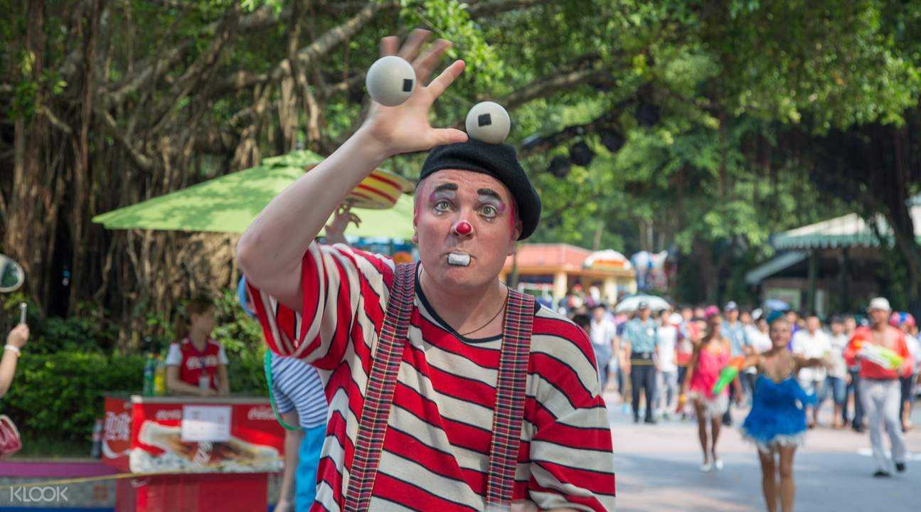 a mime at the chimelong paradise