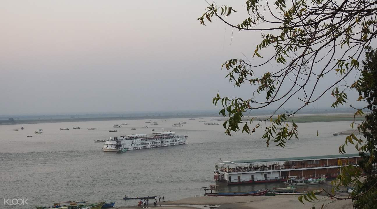 乘船遊覽緬甸蒲甘伊洛瓦底江