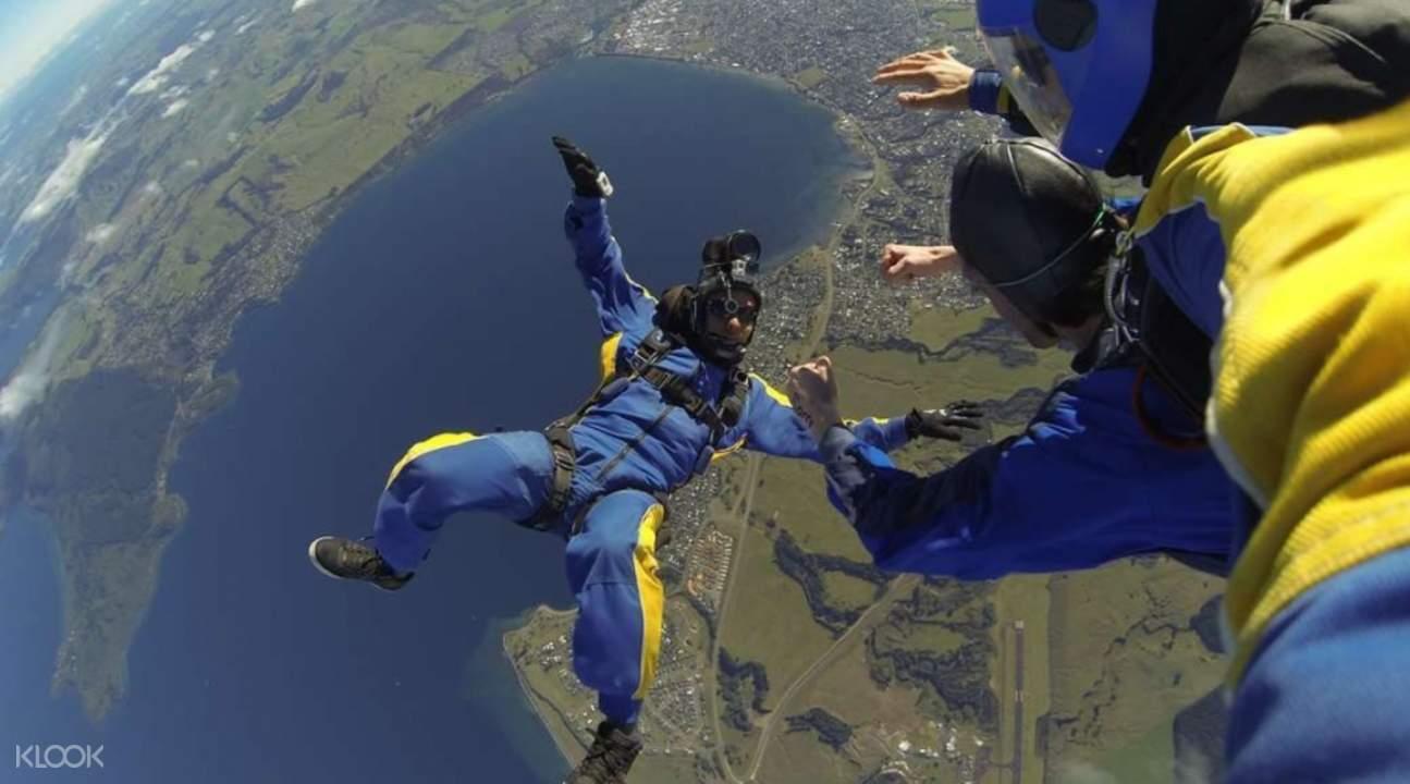新西兰陶波跳伞