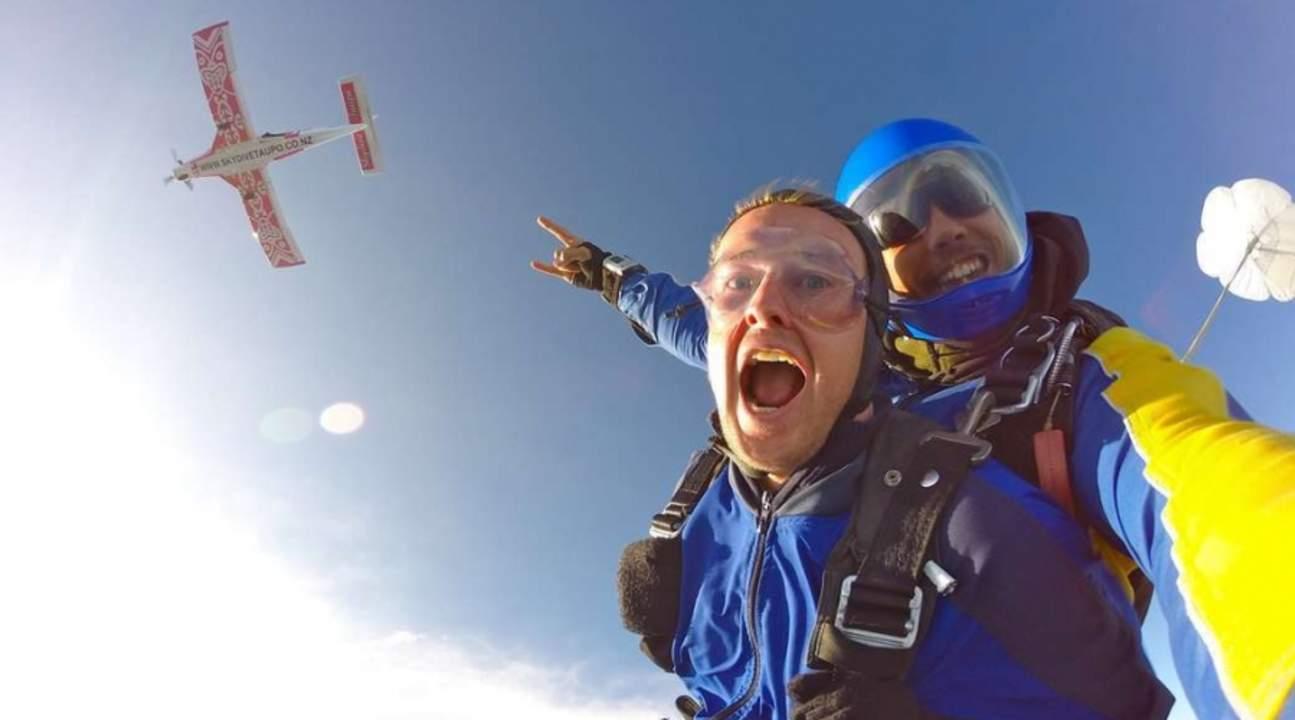 陶波高空跳傘
