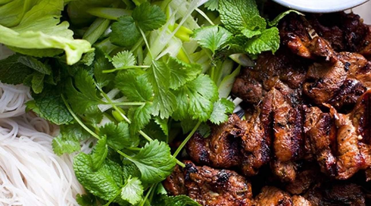 private night market tour hanoi, hanoi night market, hanoi street food tour