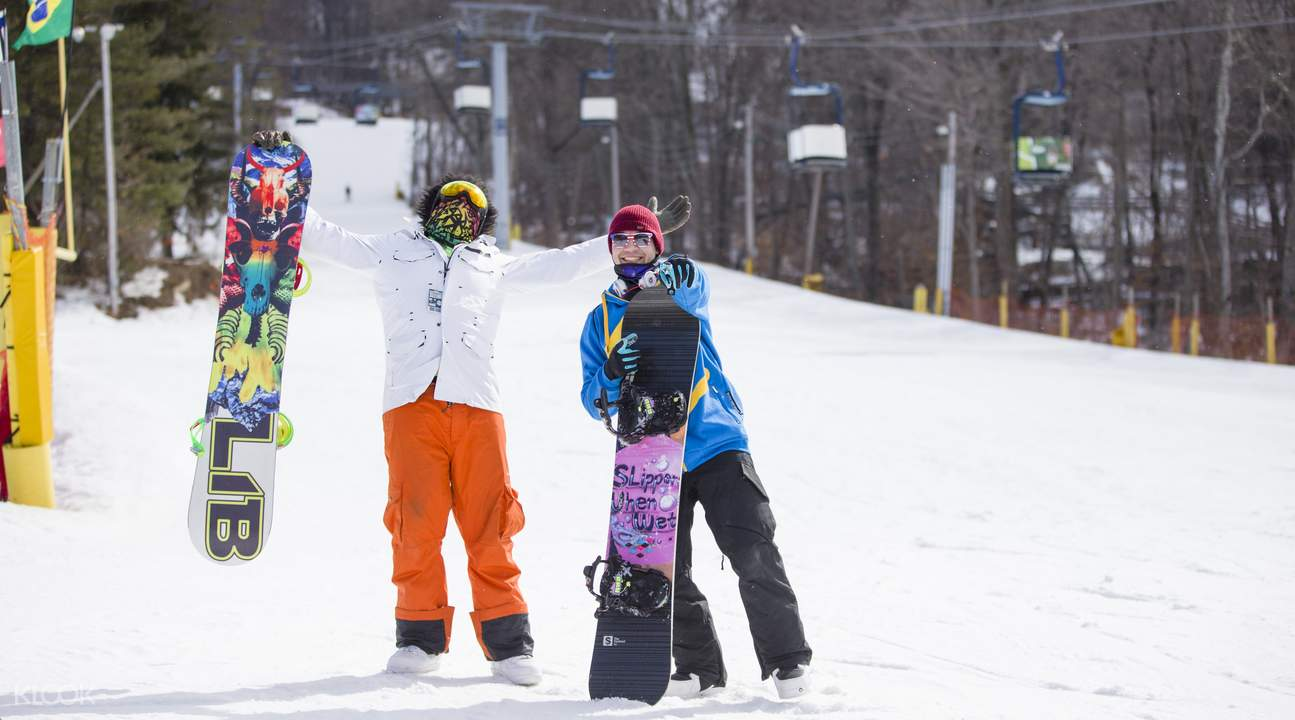 Mount Creek people with snowboards