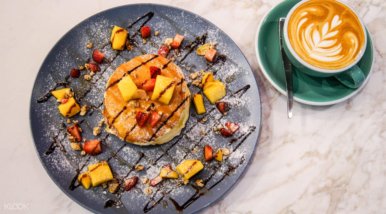 pancake and coffee cafe de paris