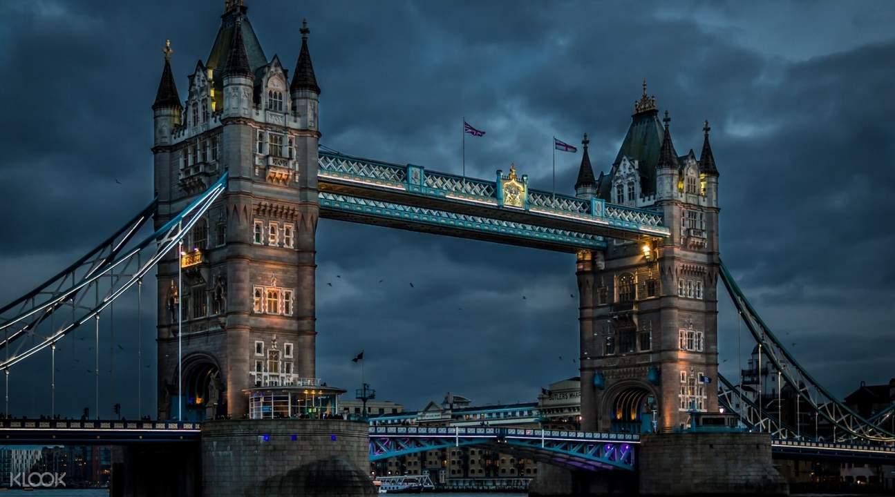 伦敦塔桥夜景