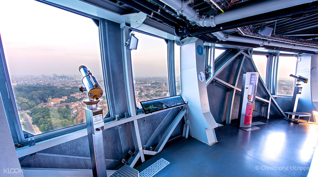 viewing deck in atomium brussels