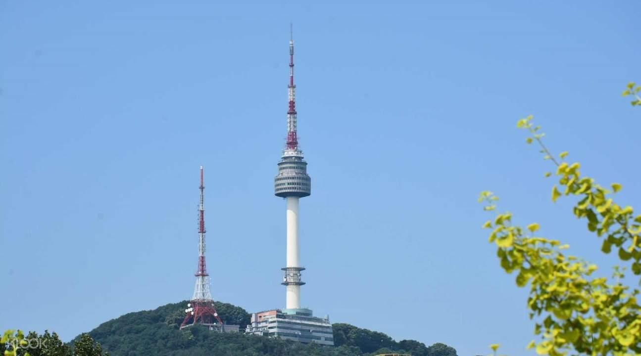 tour ke gyeongbokgung palace, tour ke cheong wa dae, tour ke namsangol hanok village, day tour ke seoul, n seoul tower, rental hanbok di seoul, paket wisata ke seoul