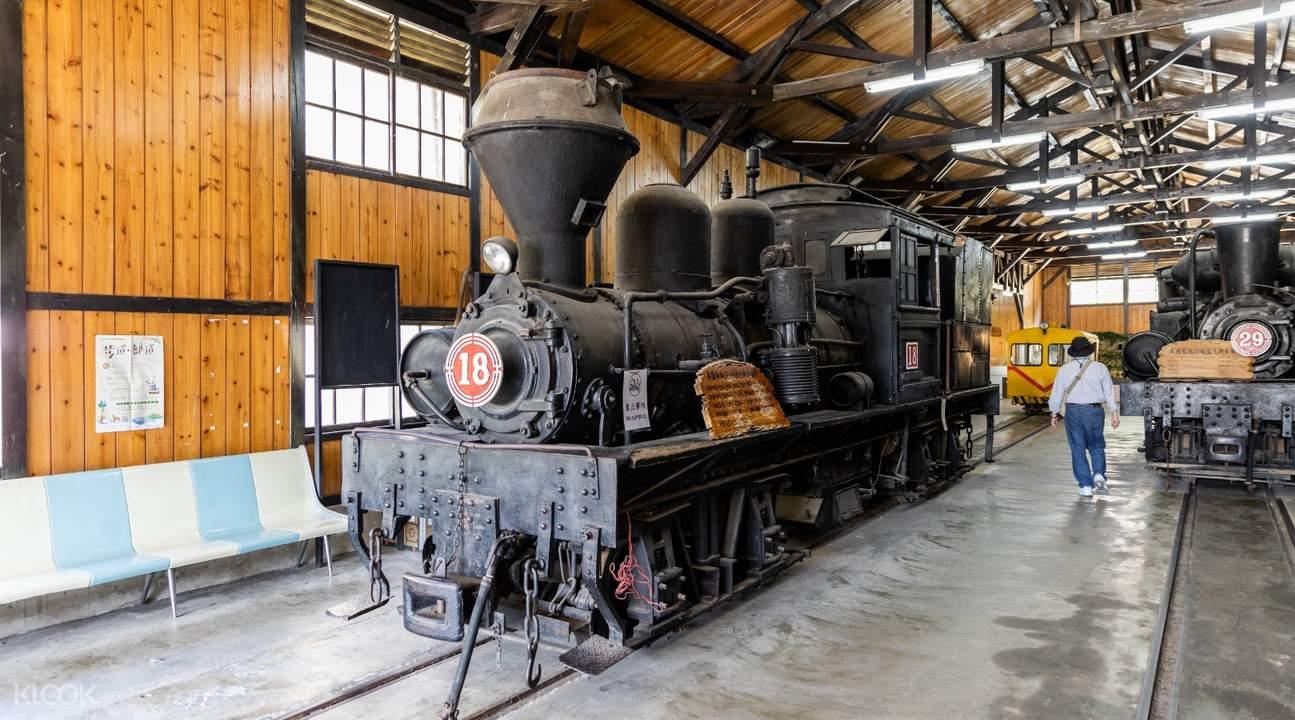 Fenqihu Station vintage train