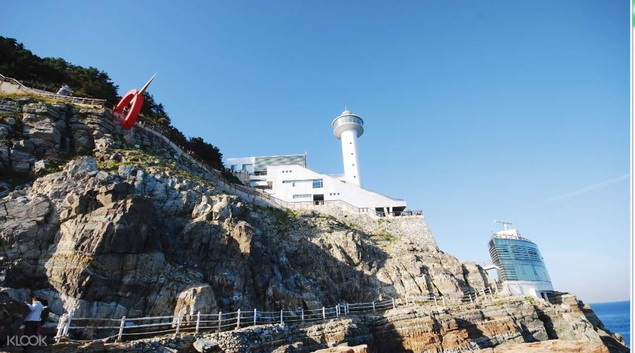 Hải đăng Taejongdae bên vách đá
