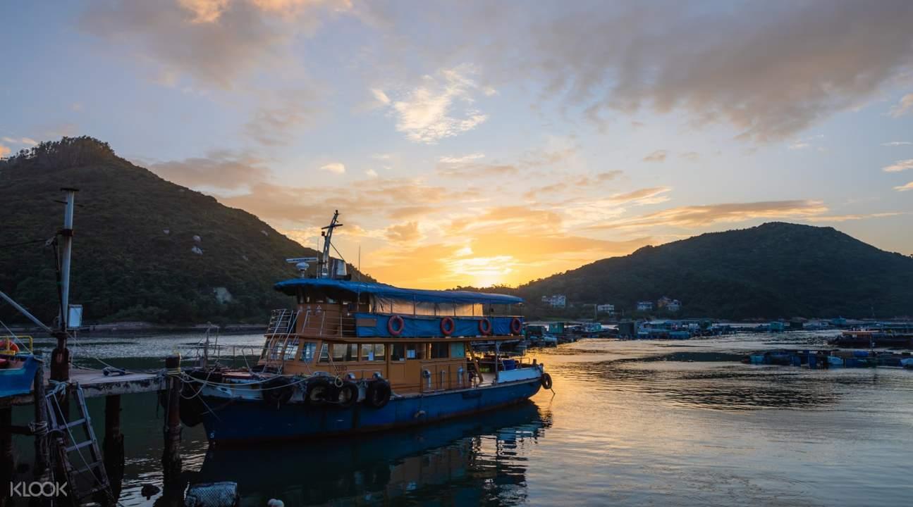 南丫岛的彩虹海鲜晚餐与幻彩咏香江游轮