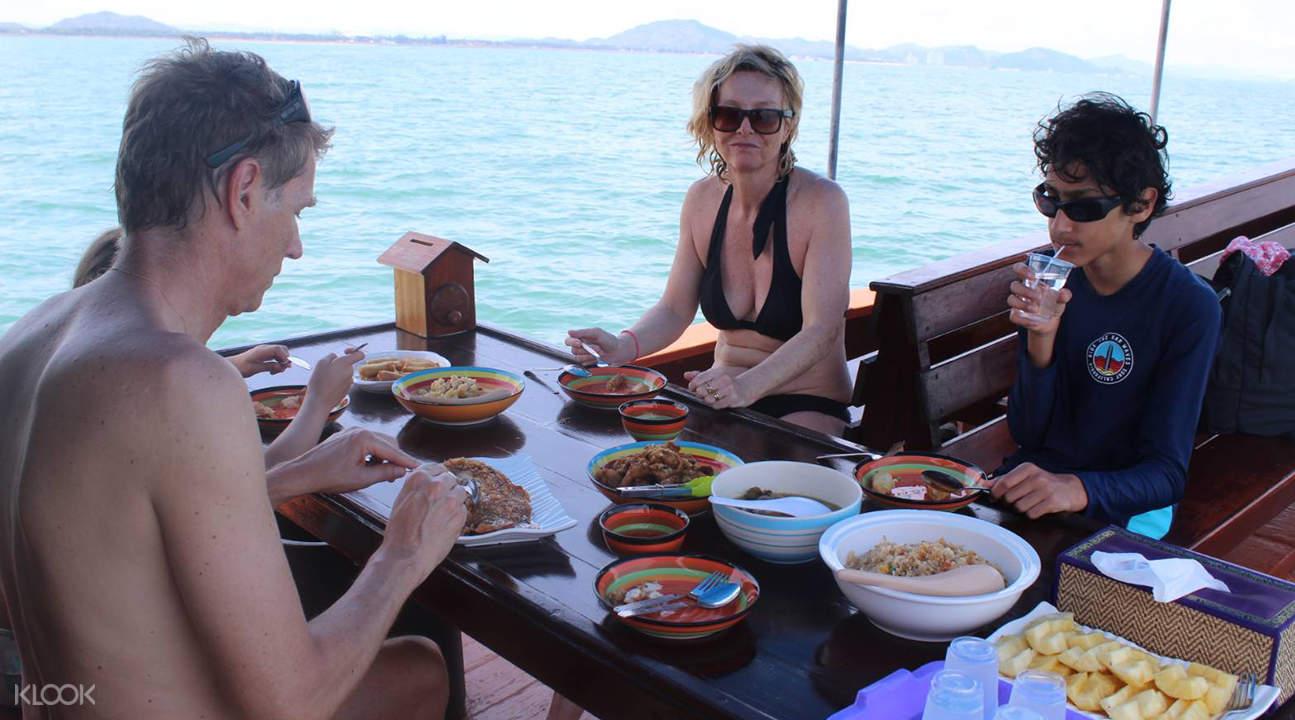 sea cruise and fishing in Hua Hin