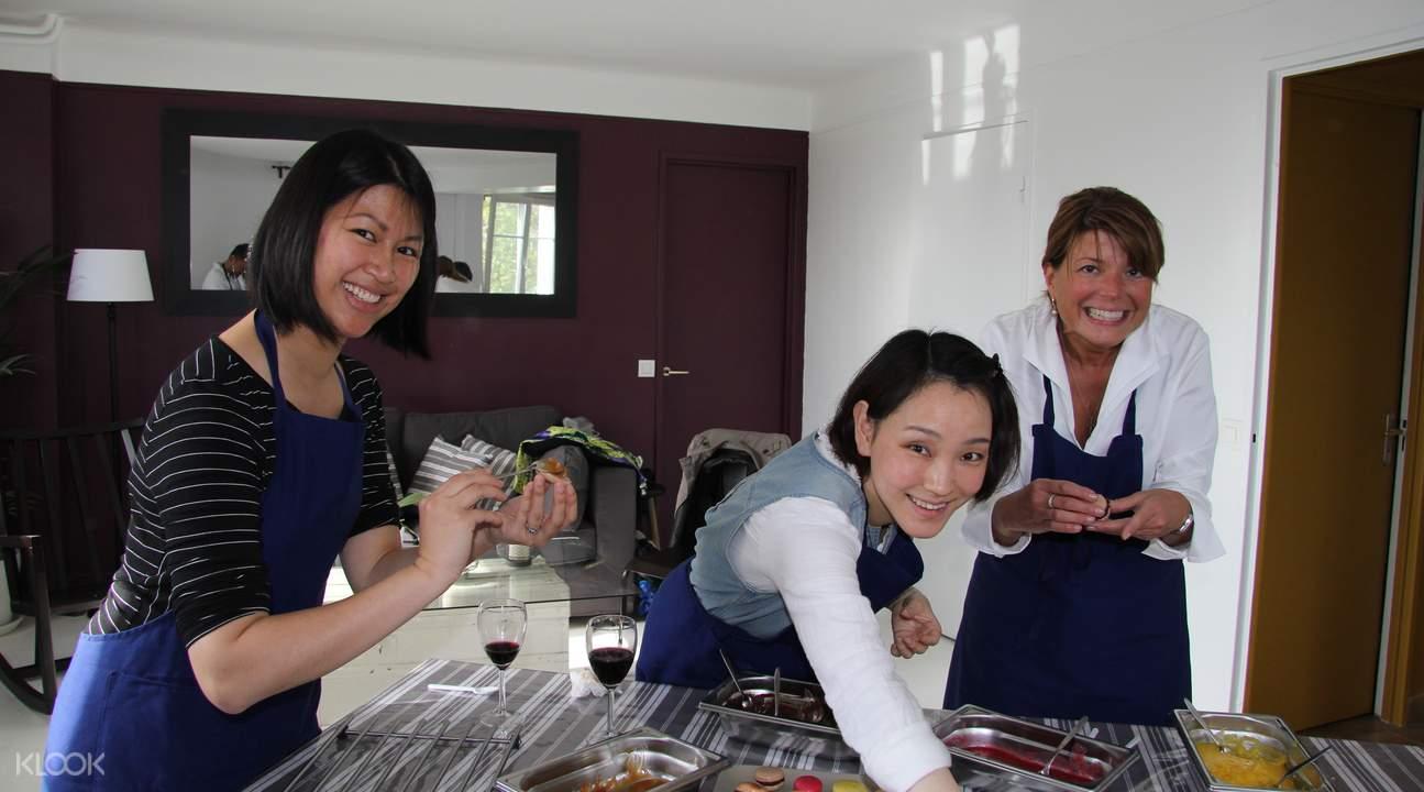 macaron cooking class Paris