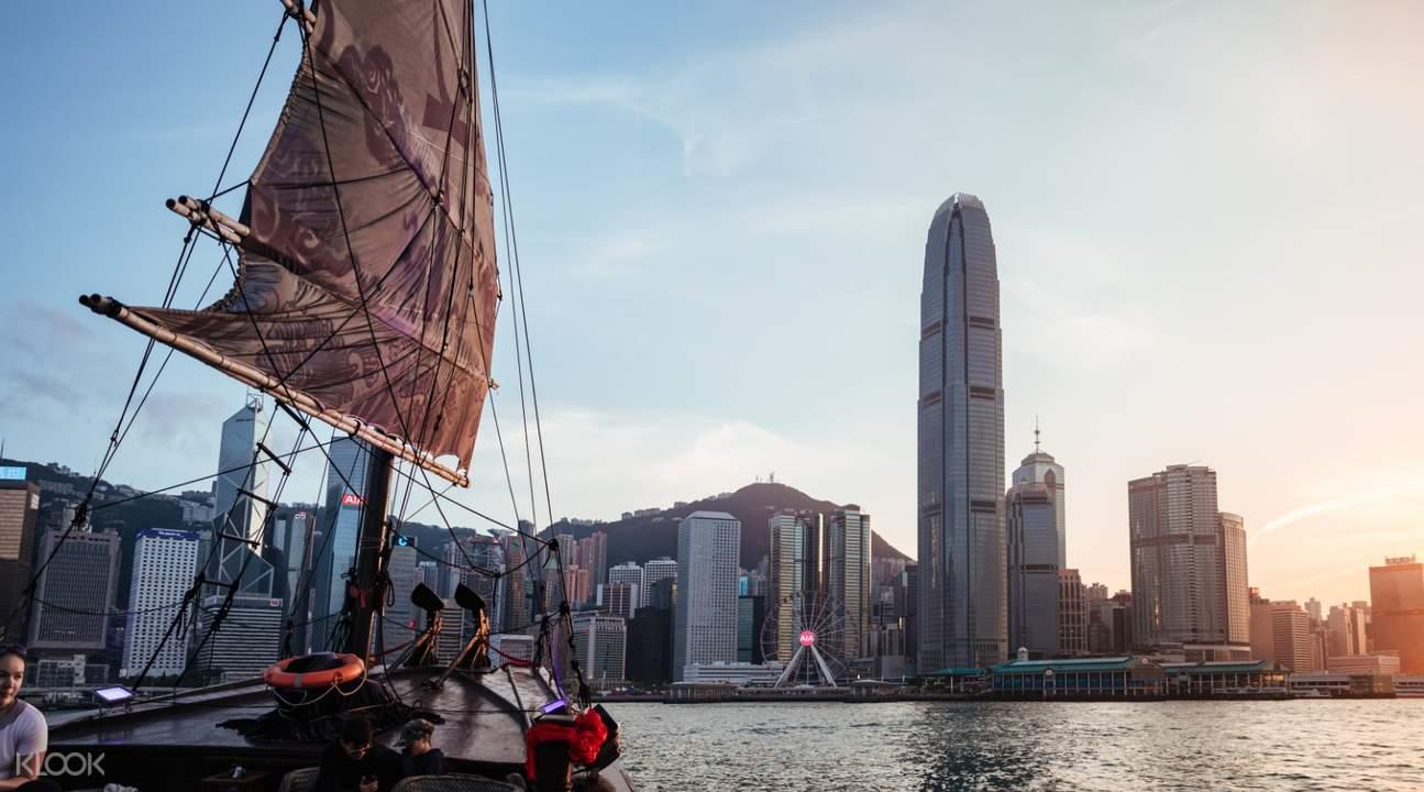 香港张保仔号游维多利亚港