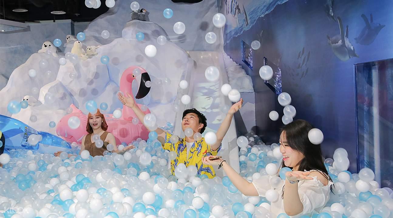 SEA LIFE Busan Aquarium ball pool