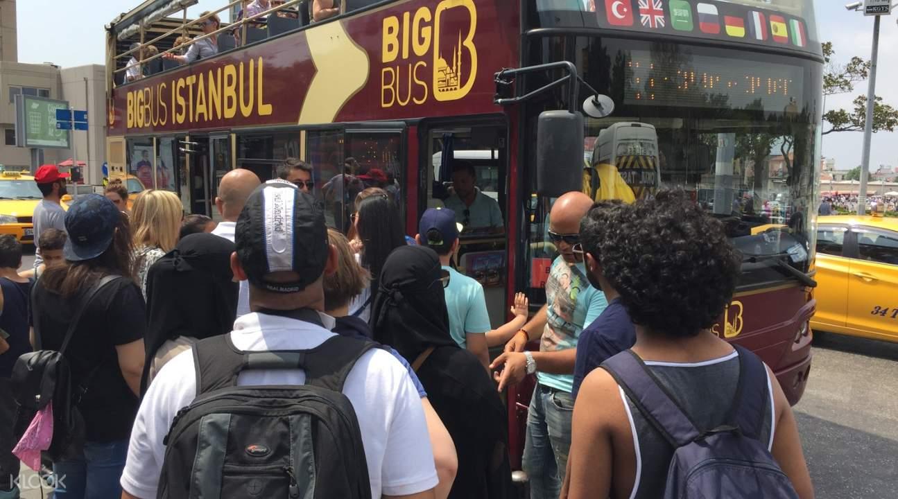 people boarding the big bus in istanbul turkey