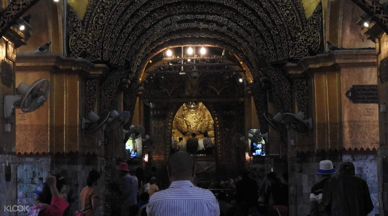 mahamuni pagoda mandalay myanmar