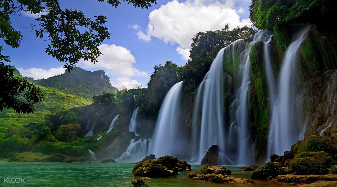 Do Quyen Waterfall with mountains and trees