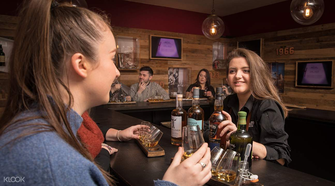 whiskey tasting in irish whiskey museum