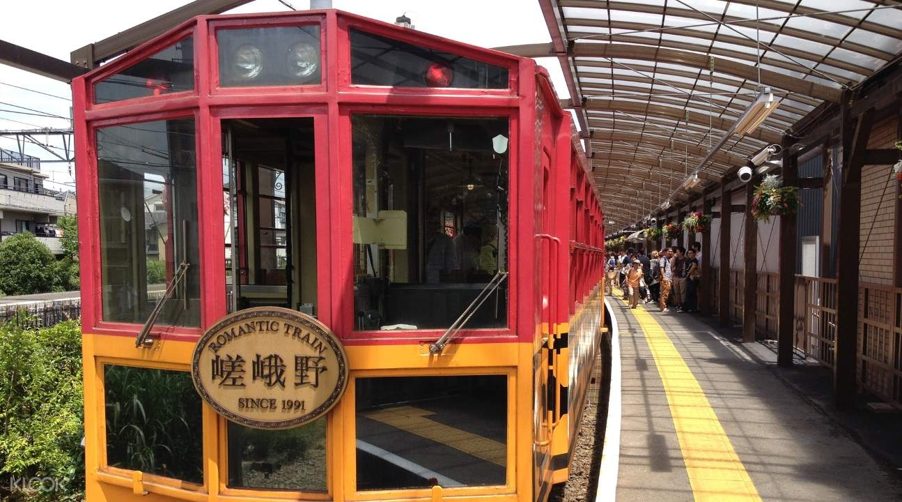 a view of the Sagano Romantic Train and people entering it