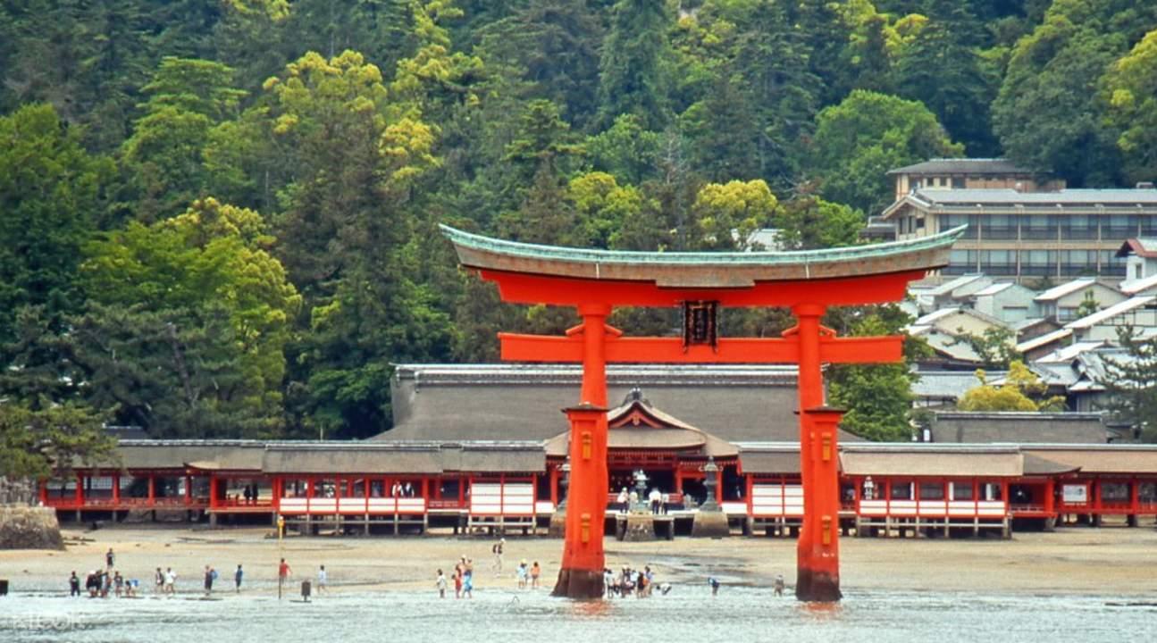 itsukushima shrine with torii gate