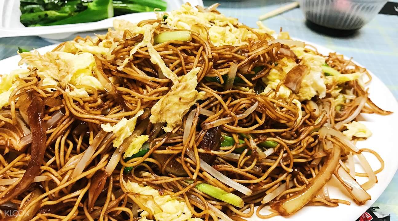 Stir fried noodles hong kong