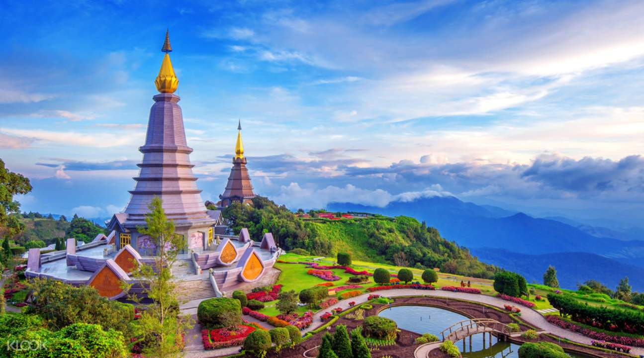 twin pagodas in doi inthanon national park