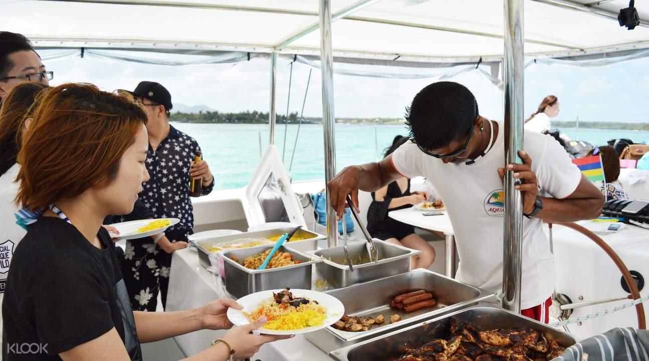 毛里求斯双体船BBQ晚餐