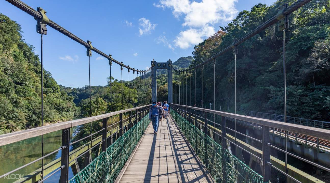 people crossing Jing An Suspension Bridge