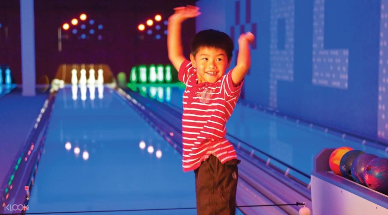bowling alley hamilton island