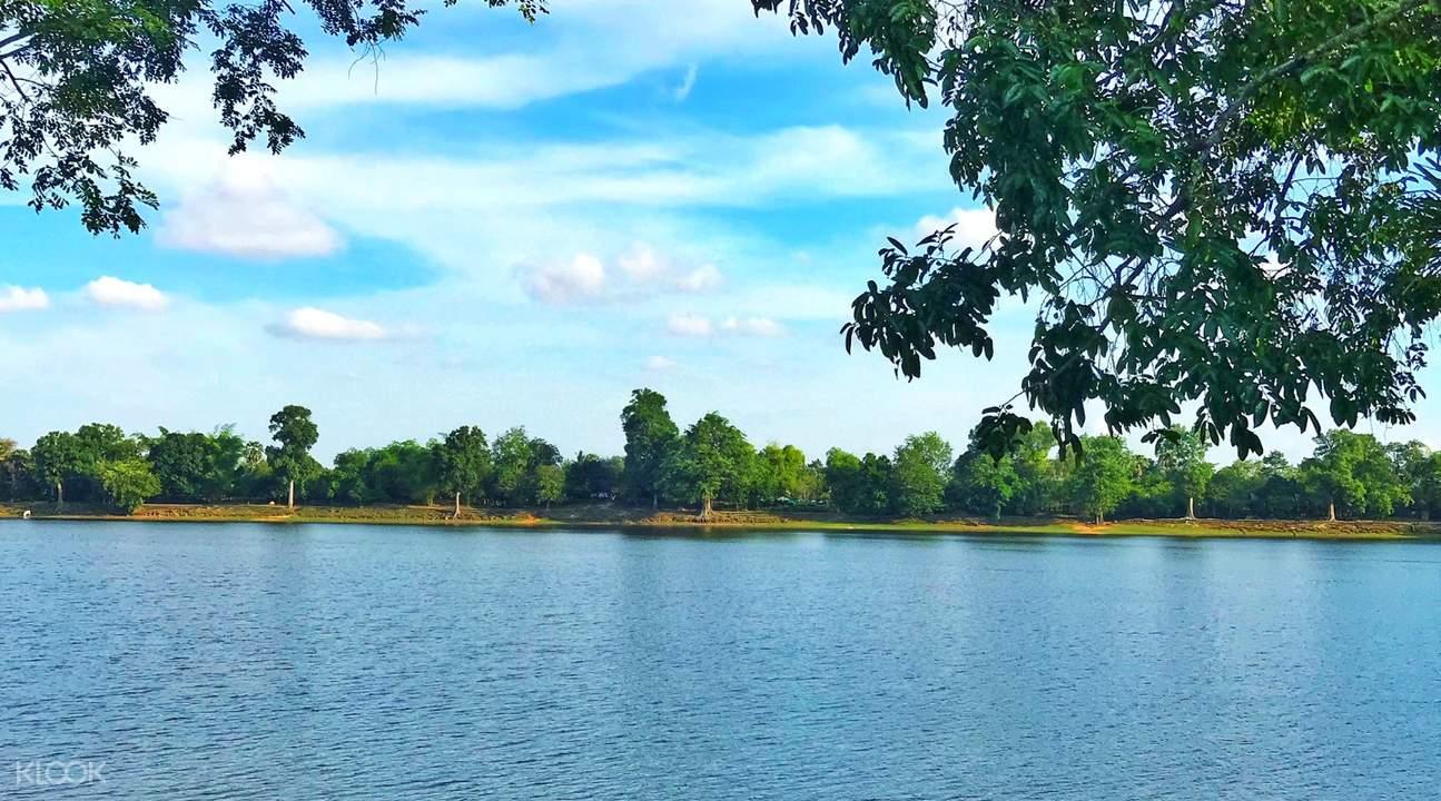 srah srang lak angkor temples grand circuit tour by tuk tuk siem reap cambodia