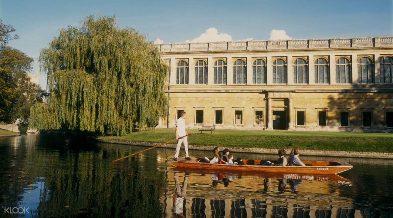 guide with tour group punting in cambridge