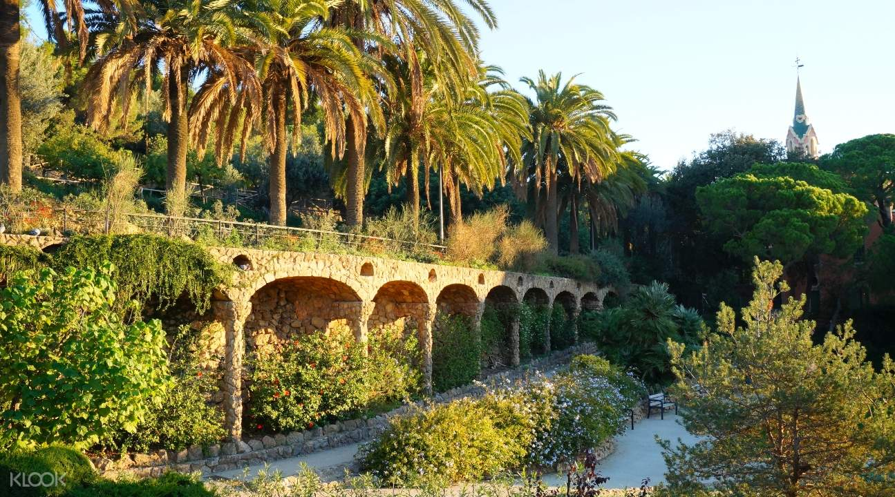 the gardens of Park Güell