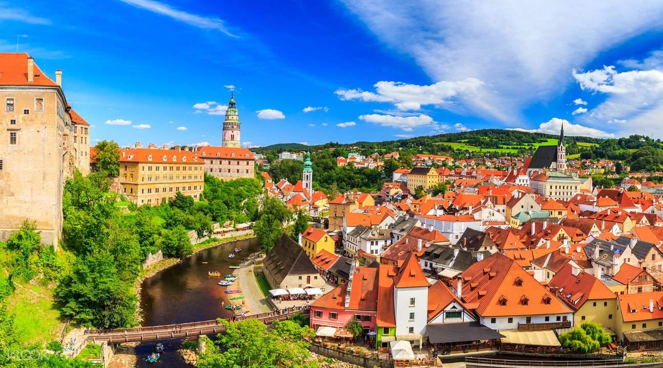 buildings houses trees for Český Krumlov day tour from prague