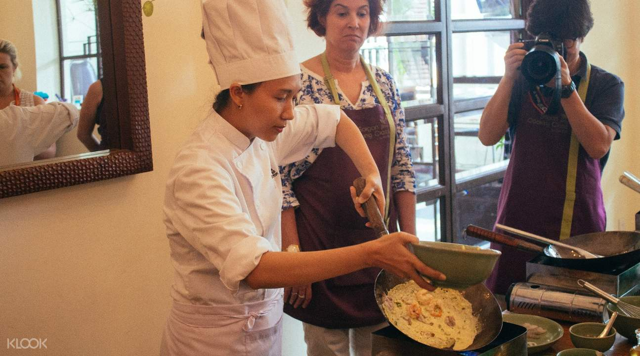 english speaking staff saigon cooking class by hoa tuc ho chi minh vietnam