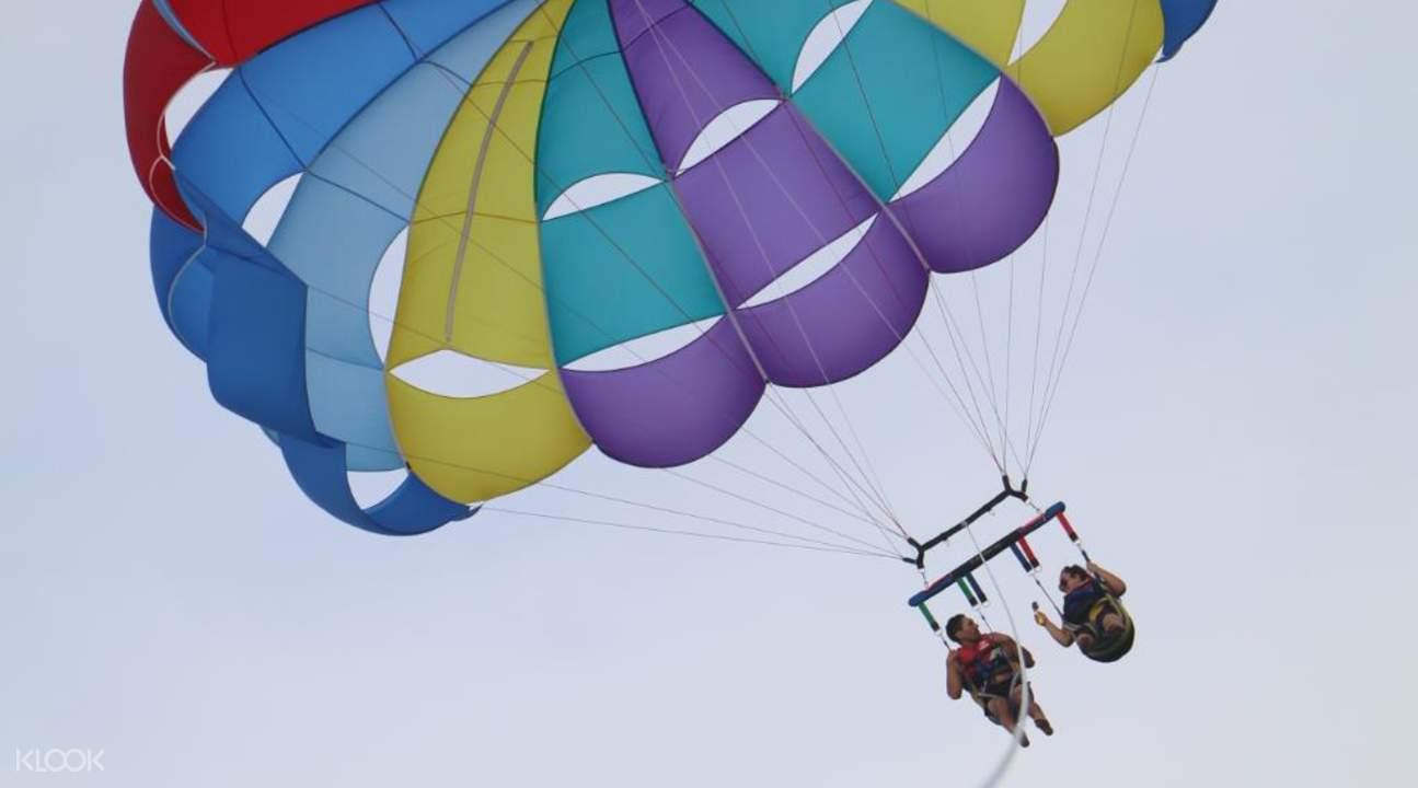 水上滑翔伞升起