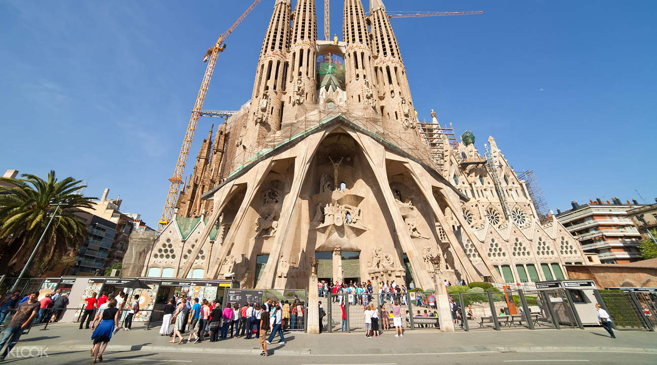 Guided Tour of Gaudi's best