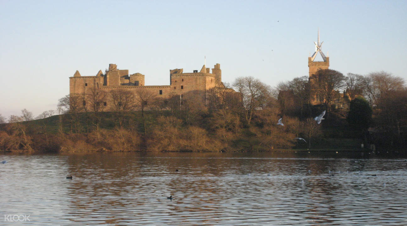 outlander tour, outlander tour from edinburgh, outlander day tours edinburgh, linlithgow palace, tour of linlithgow palace
