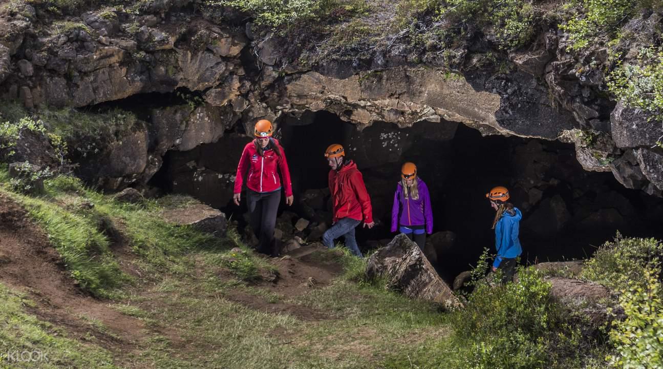 冰岛熔岩洞穴探险