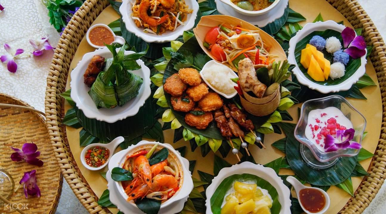 Beerthai House Restaurant泰式炒金边粉、冬阴功、绿咖喱、芒果糯米、虾饼、香兰叶鸡肉,甜品、红宝石、木瓜沙拉和鱼糕
