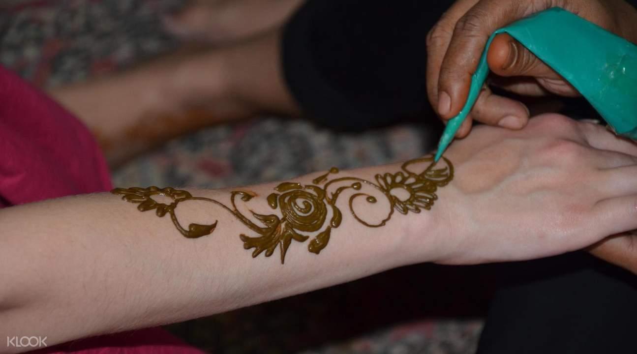 dubai desert safari henna tattoo