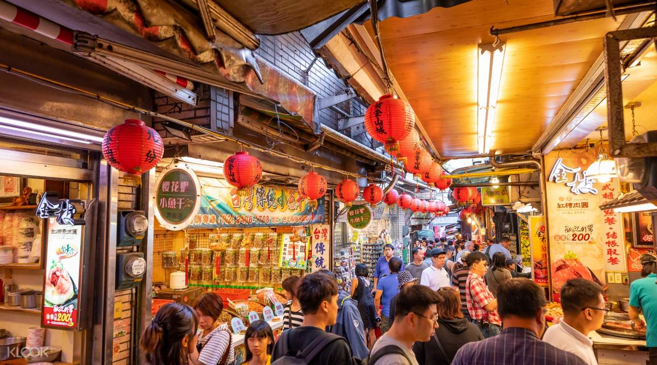 vendors on jiufen old street